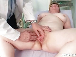 Ugly mommy gets a swab stick up her unshaved pussy
