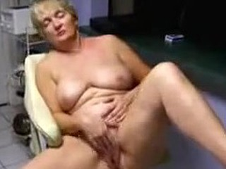 Aged lady loves to be watched whilst she masturbates